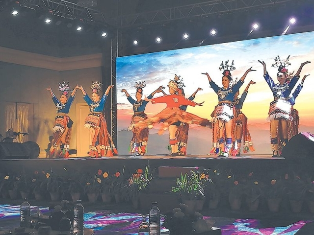 चिनियाँ सांस्कृतिक कार्यक्रममा नेपाली गीत