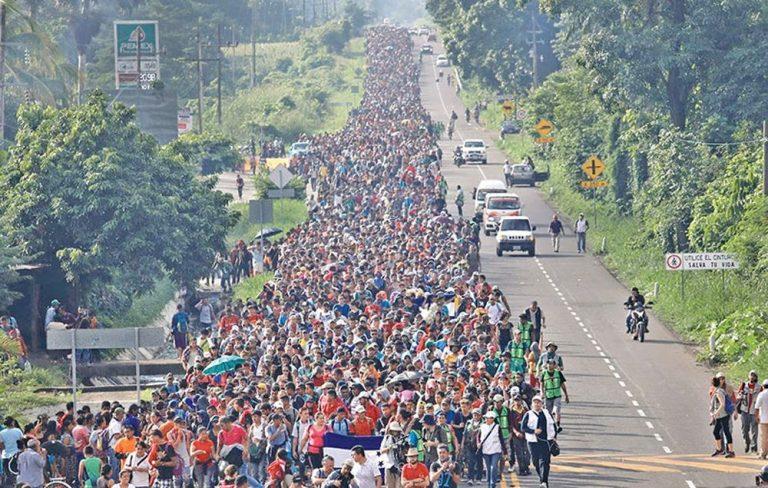 हजारौं आप्रवासी अमेरिकातर्फ