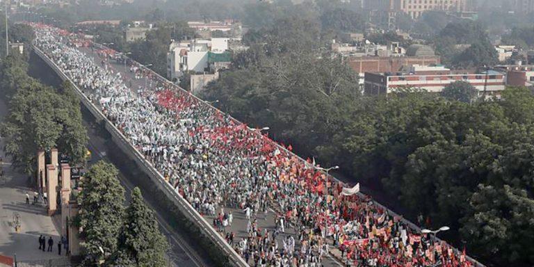 भारतमा दशौं हजार किसान 'दिल्ली चलो' भन्दै संसद भवनतिर