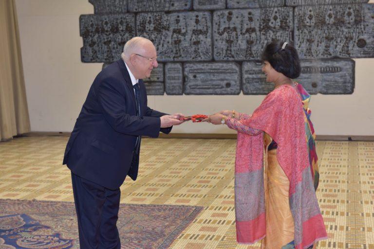 नेपाली राजदूत डा. अञ्जान शाक्यद्वारा इजरायली राष्ट्रपतिसमक्ष ओहोदाको प्रमाणपत्र पेश, इजरायली राष्ट्रपति नेपालप्रति प्रभावित