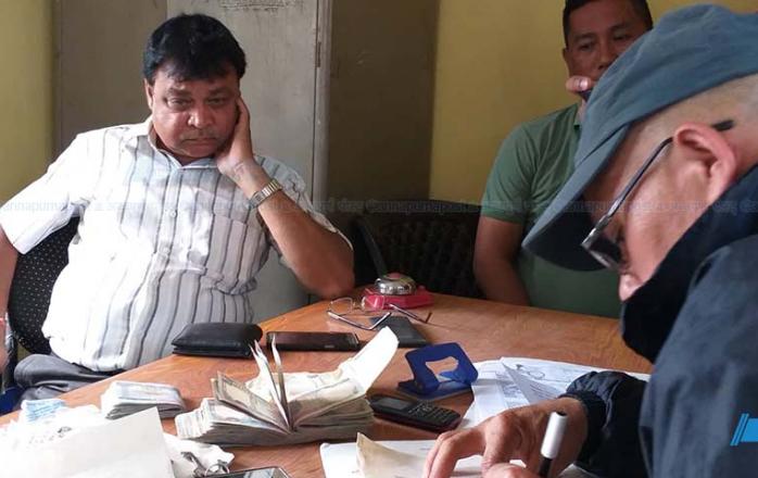 डिभिजन वन कार्यालय सिमराका अधिकृत ९० हजार घुससहित पक्राउ